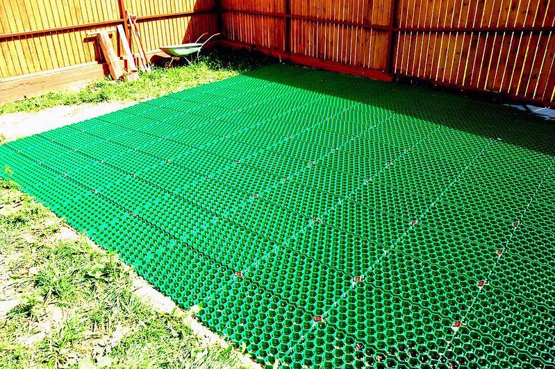 Из чего сделать газонную решетку своими руками 53